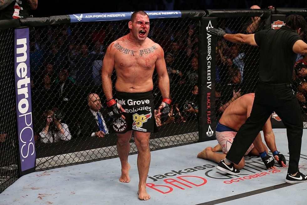 Cain Velasquez wraca! Organizacja UFC przypomina jak walczy były mistrz [WIDEO]
