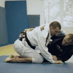 Techniki BJJ: Sweep z gardy motylej od Maksa Wiśniewskiego [WIDEO]