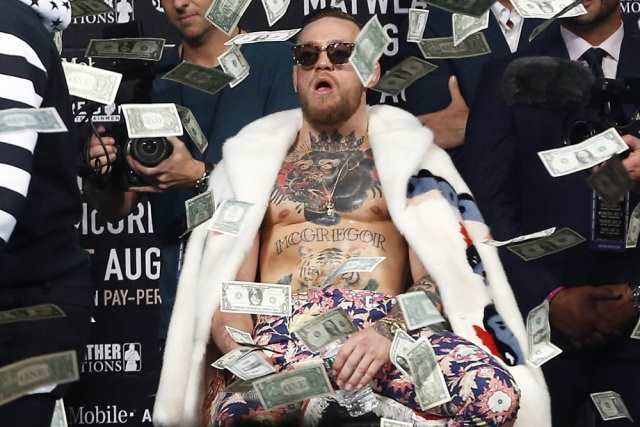 Conor McGregor w deszczu dolarów, Noah K. Murray-USA TODAY Sports